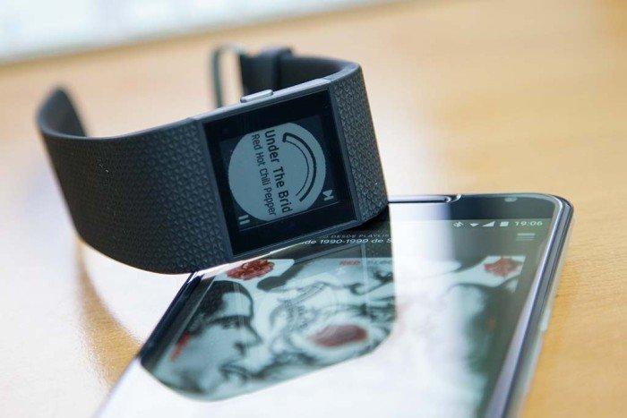Fitbit Surge - Control de música